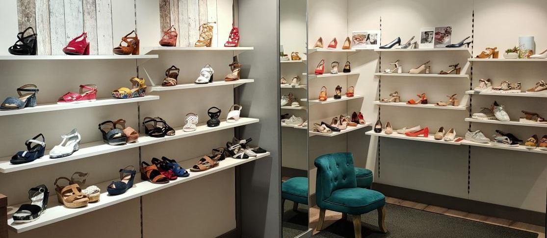 Espace dédié aux petites pointures pour femme dans la boutique MINI MAXI de Lille